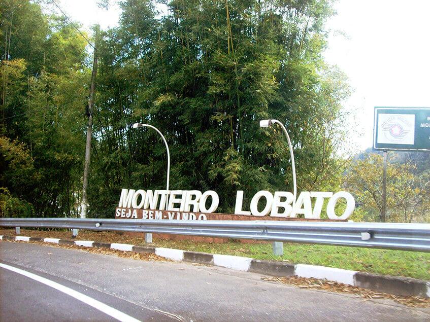 Viagem de carro na Rodovia Monteiro Lobato
