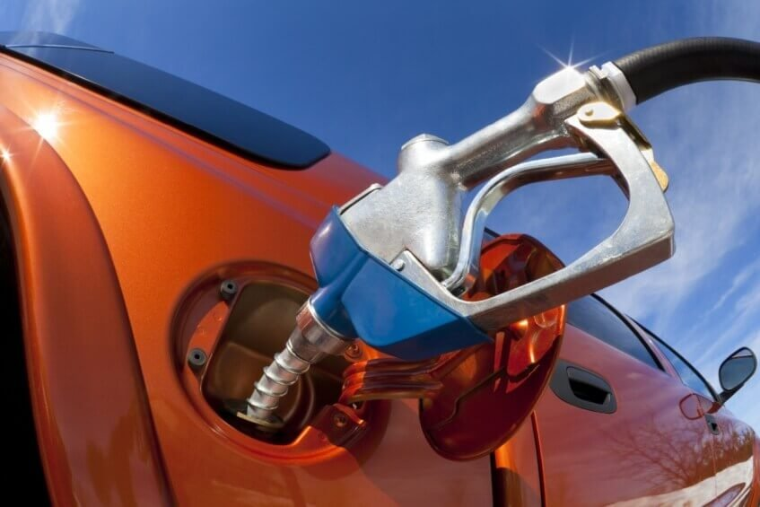 Gasolina aditivada aumenta a durabilidade do veículo