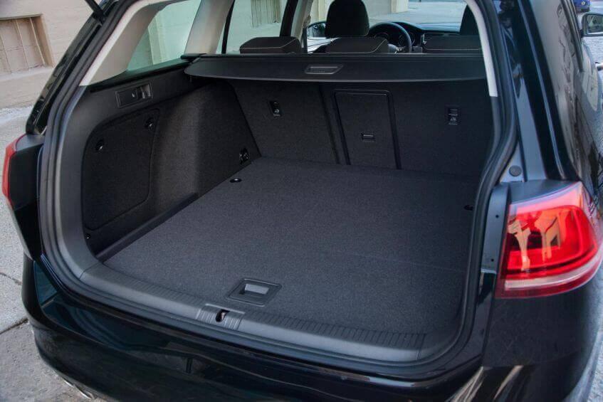 Um carro para família grande precisa de porta-malas espaçoso