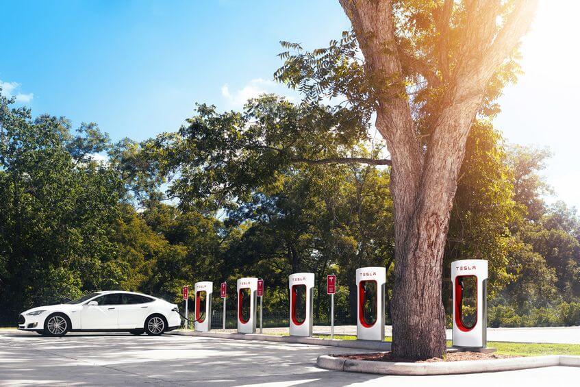 Carros elétricos têm um impacto ambiental muito menor