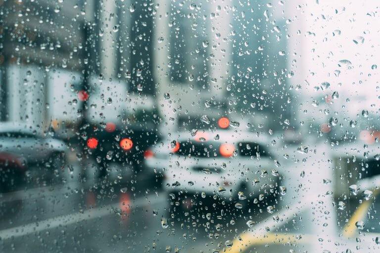 vidro do carro embaçado