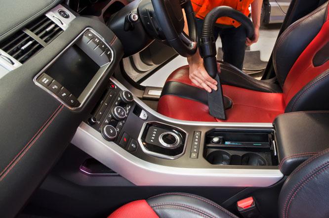 Aspirar o interior do carro reduz a circulação do vírus no ar