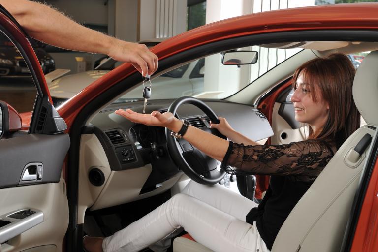 Conquistas em tempos de crise: Comprar carro usado é uma boa opção?